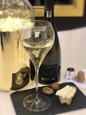 D Millésimé 2008 and truffled cheese
